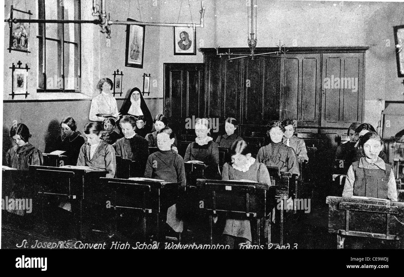 Classroom in St Joseph's Convent High School, Snow Hill, Wolverhampton, c 1910 - Stock Image