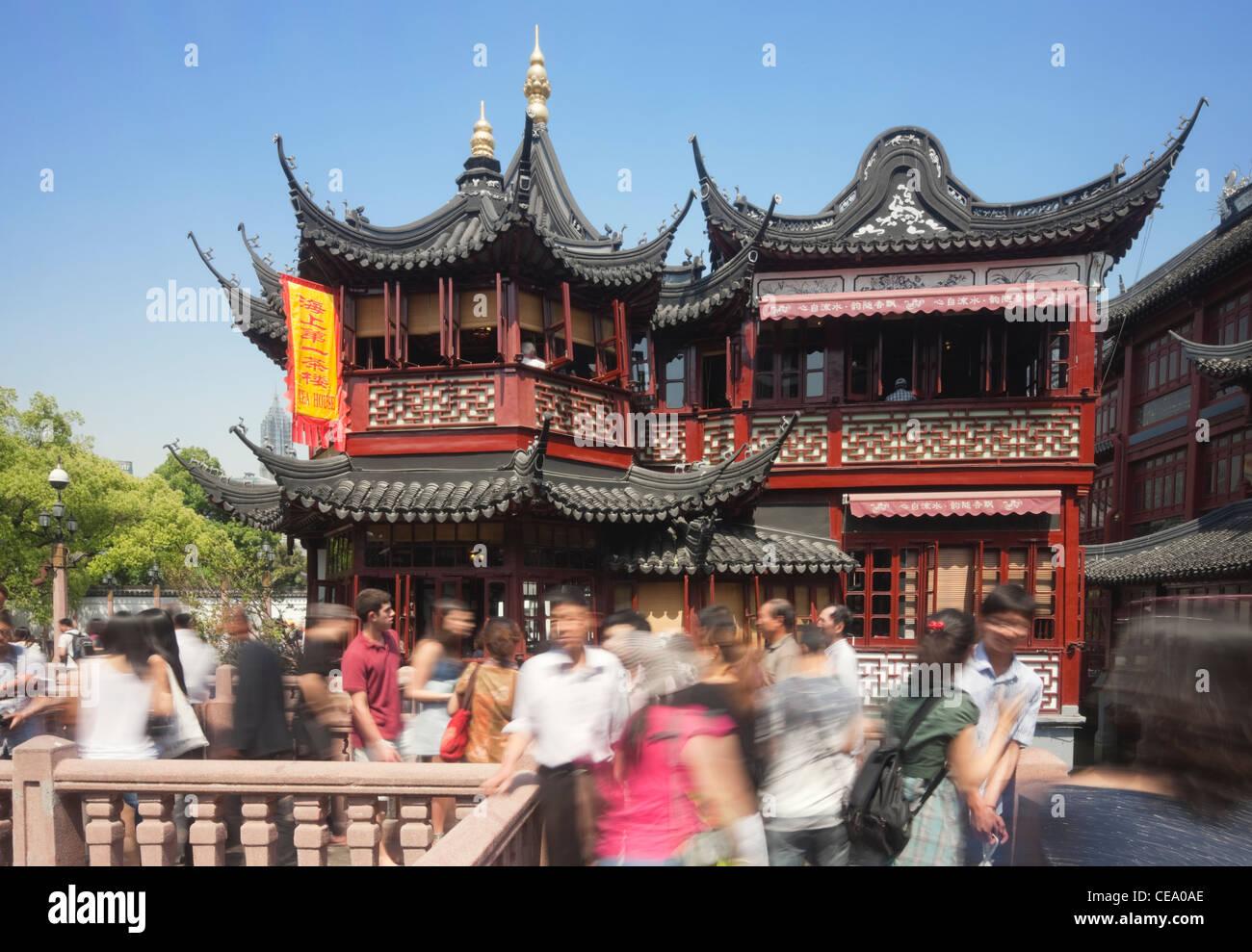 Tourists walking to Huxinting Tea House, Yu Gardens Bazaar; Yuyuan; Nanshi; Shanghai; China - Stock Image