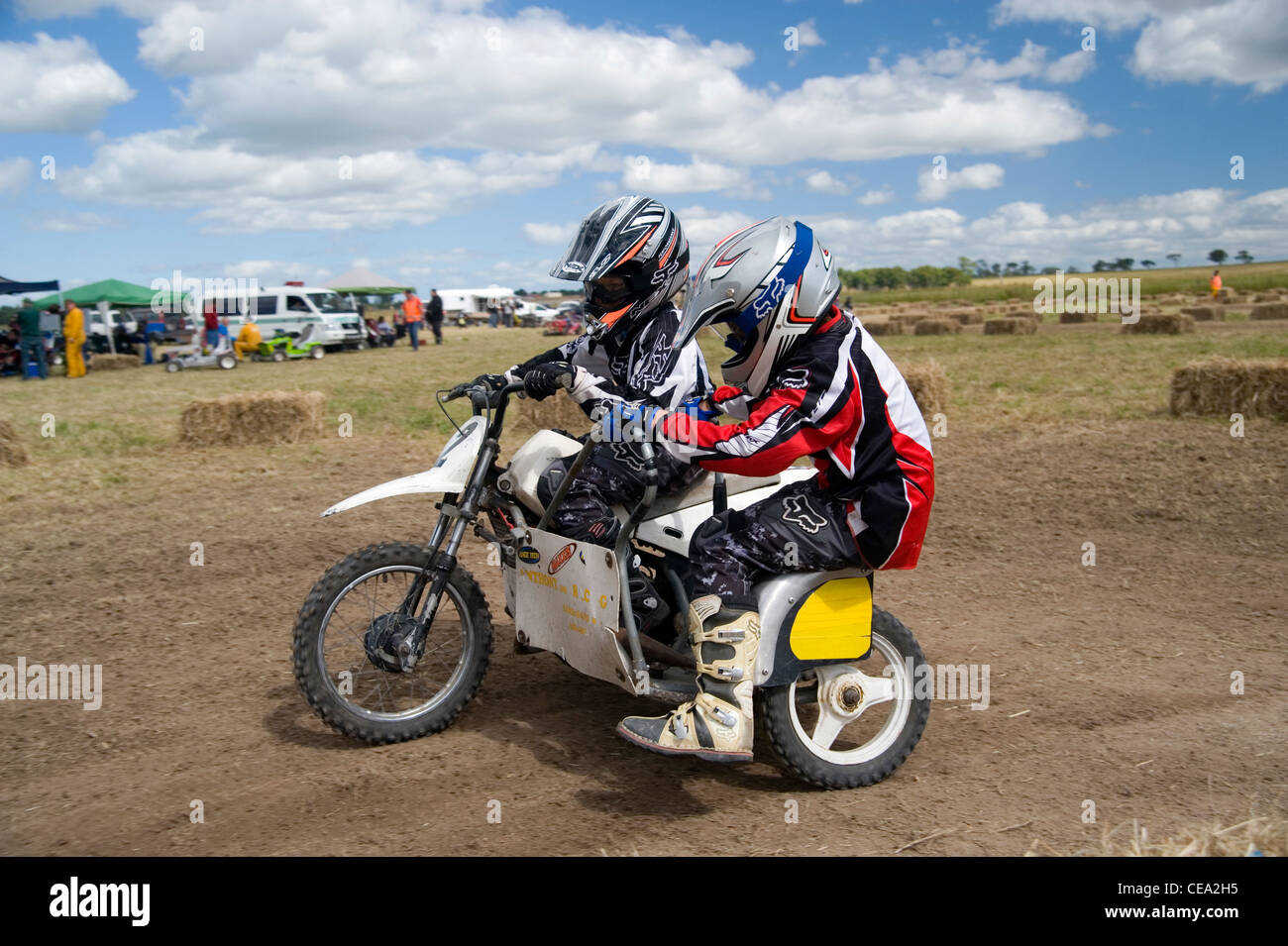 kids sidecar motorcycle racing Stock Photo: 43247489 - Alamy