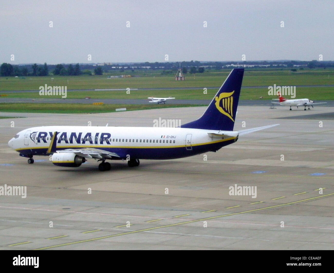 A Boeing 737-800 of Ryanair with registration EI-DHJ is taxiing to runway 27 of Bremen's airport - Stock Image