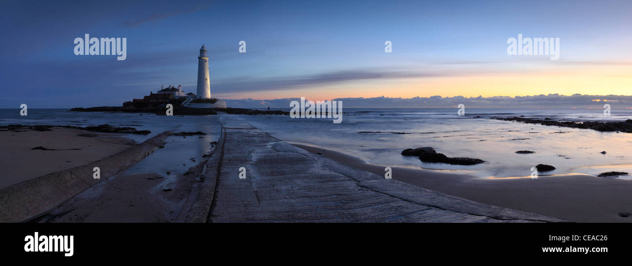 Sunrise over St Marys lighthouse at Whitley Bay North Tyneside, Tyne and Wear, Northumberland, England - Stock Image