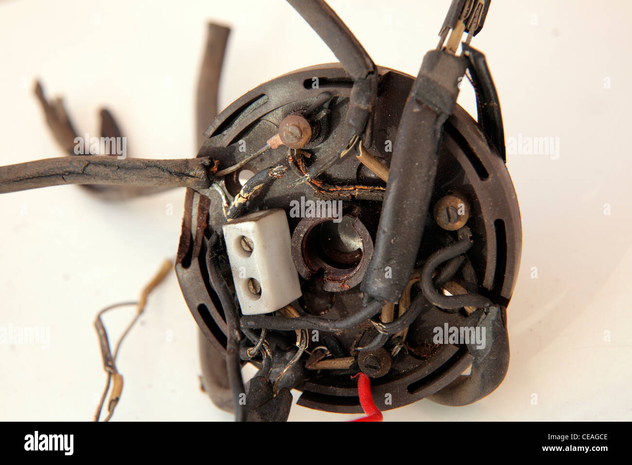 dangerous uk old housing domestic rubber coated wiring with junction rh alamy com Simple Electrical Wire Junction Box Diagrams Extending Electrical Cable Junction Box