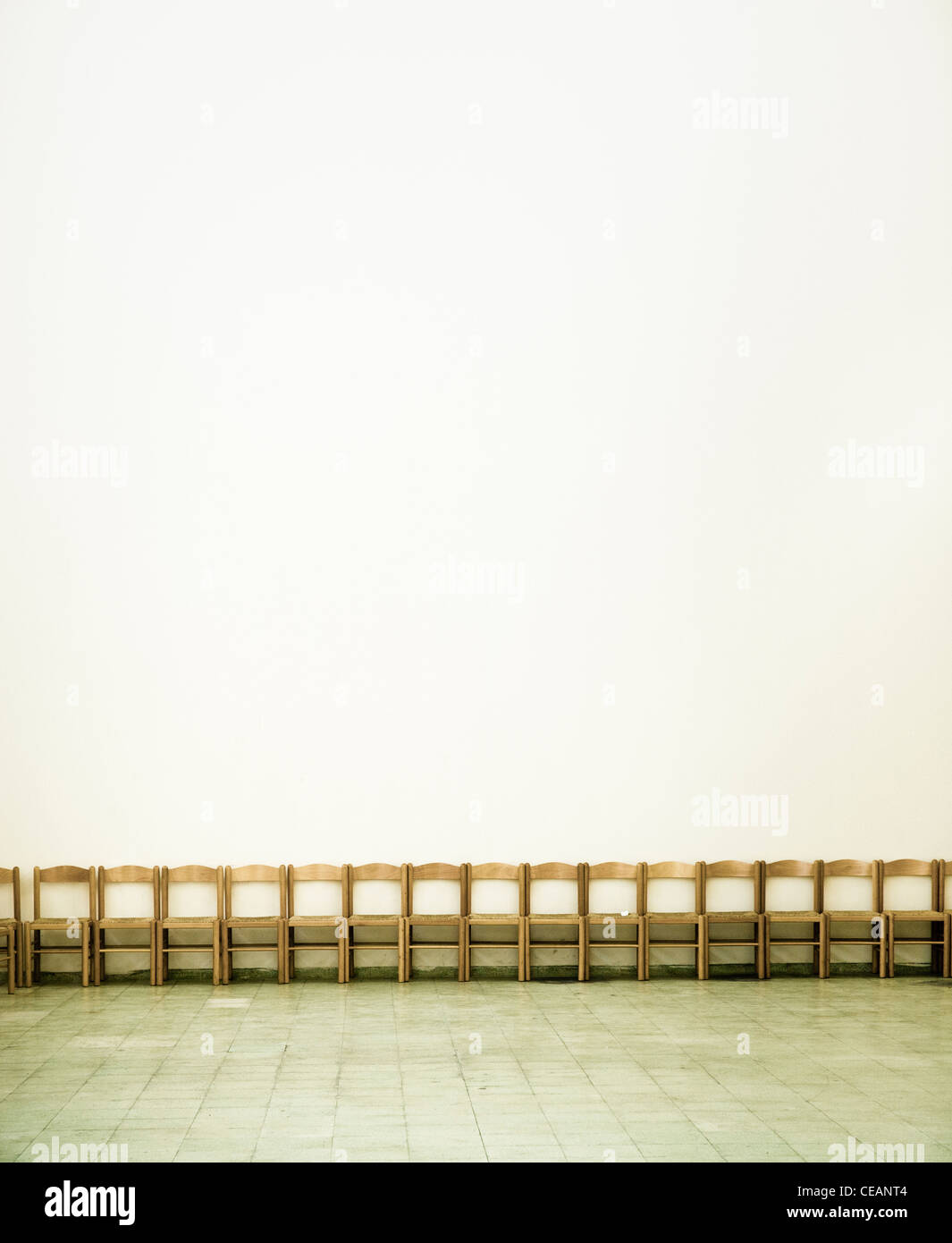 Empty chairs in a large room - Stock Image