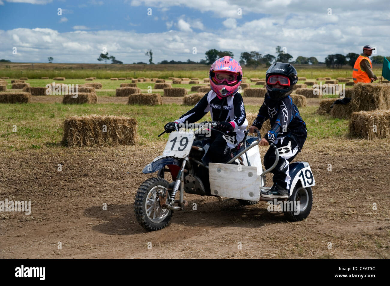 kids sidecar motorcycle racing Stock Photo: 43264408 - Alamy