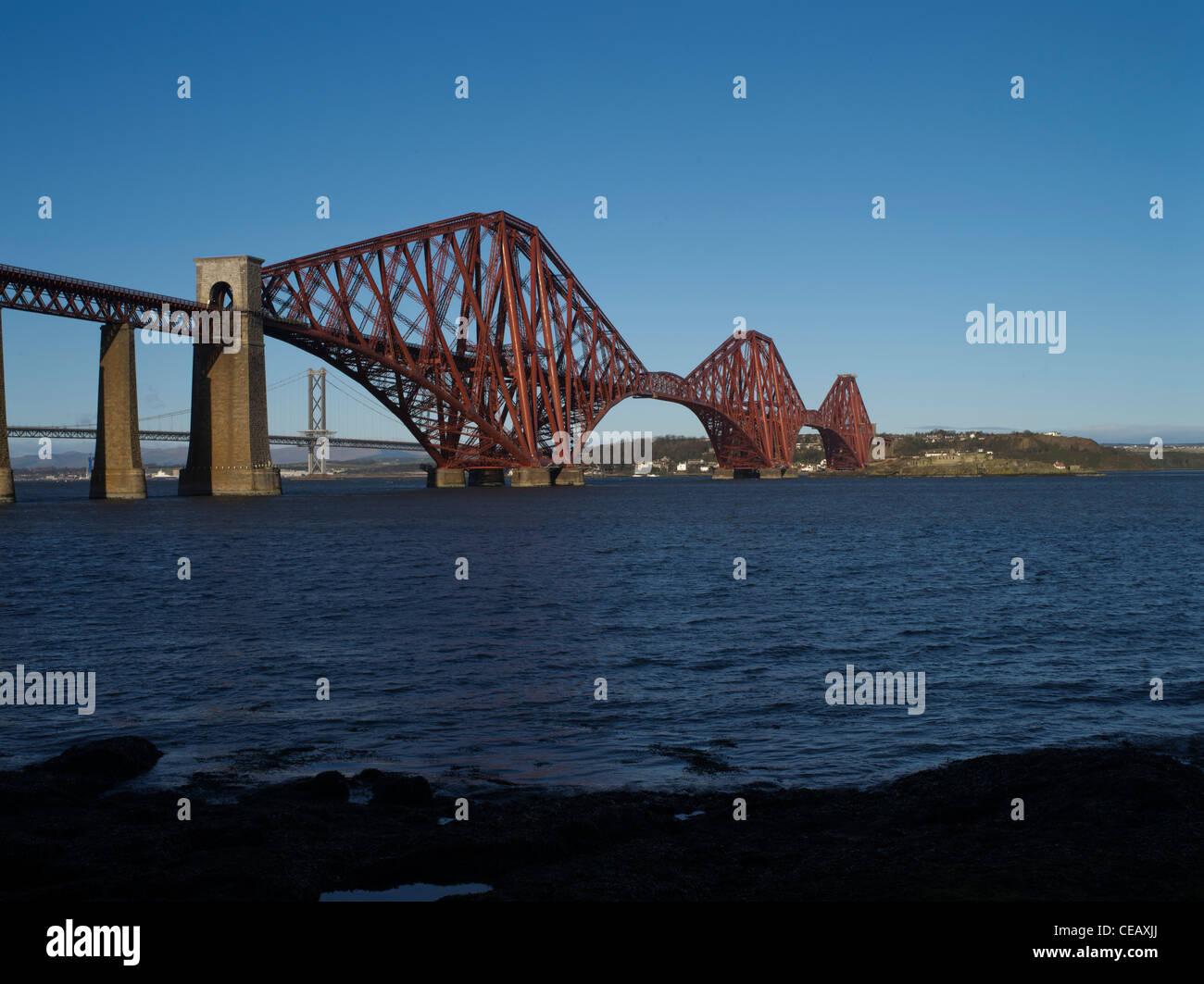 dh Forth Railway Bridge FORTH BRIDGE LOTHIAN Victorian Cantilever steel granite bridge river scotland iron bridges Stock Photo
