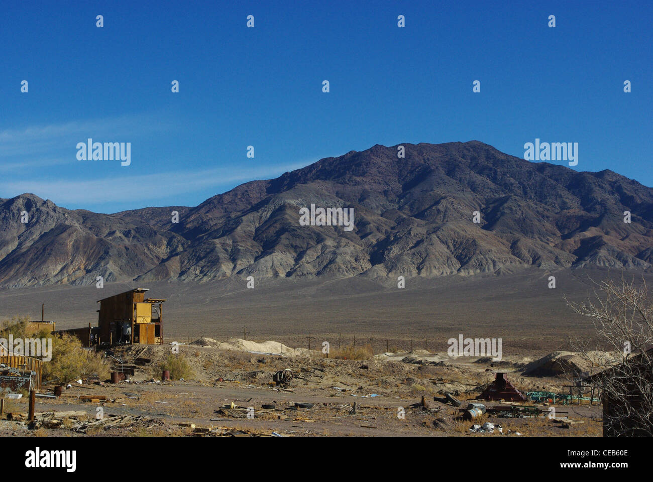 Old mining area and high mountains, Nevada Desert - Stock Image