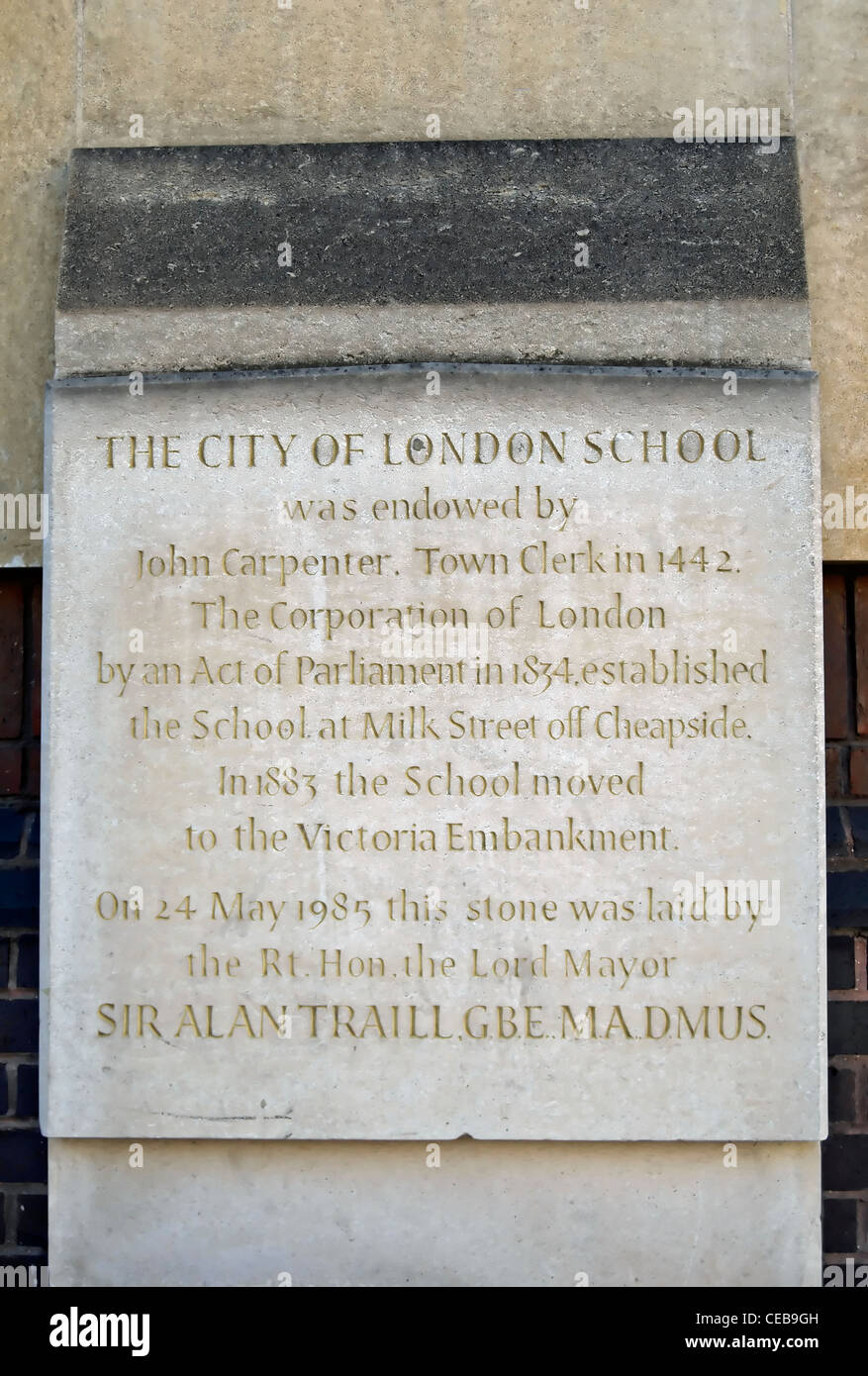 memorial stone recounting the history of the city of london school, endowed in 1442, queen victoria street, london, - Stock Image