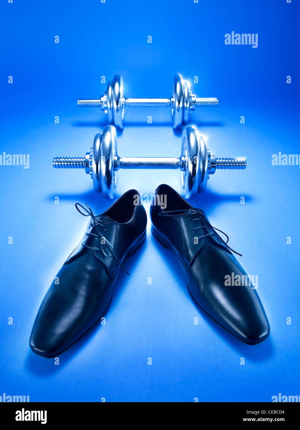 Mens Office shoes and dumbbells - Stock Image