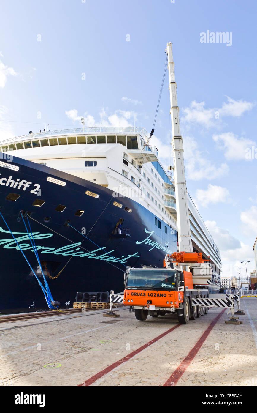 Crane loading Mein Schiff 2 TUI Cruises Cadiz spain - Stock Image