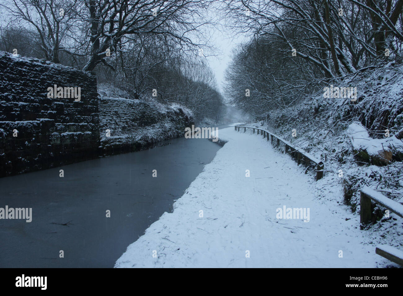 SONY DSC , Walking along the towpath on a snowy day. The canal was iced over and snow was clinging to every surface. - Stock Image