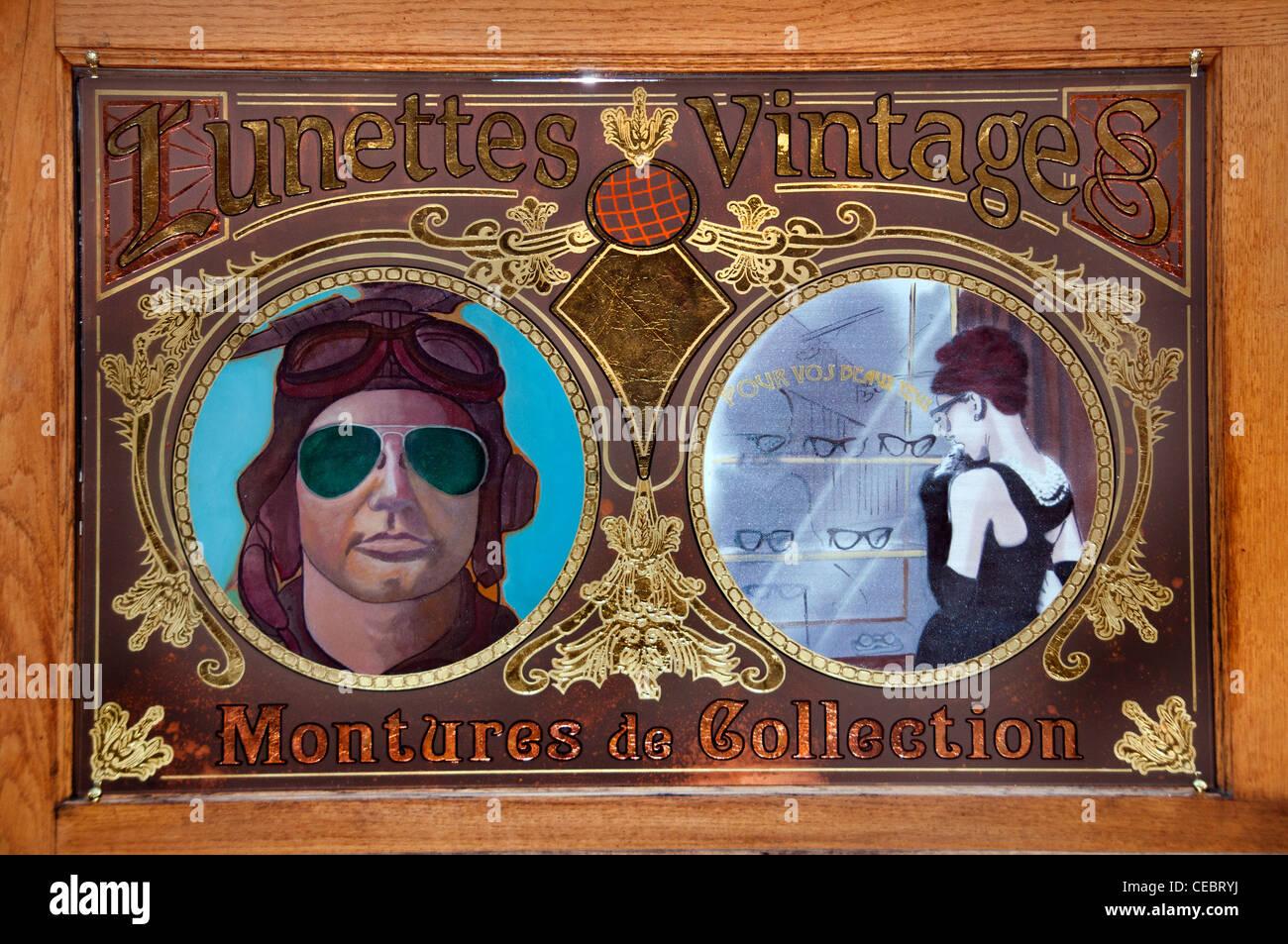 Pour Vos Beaux Yeux optician vintages collections Gallery - Galerie Vivienne Paris France French - Stock Image