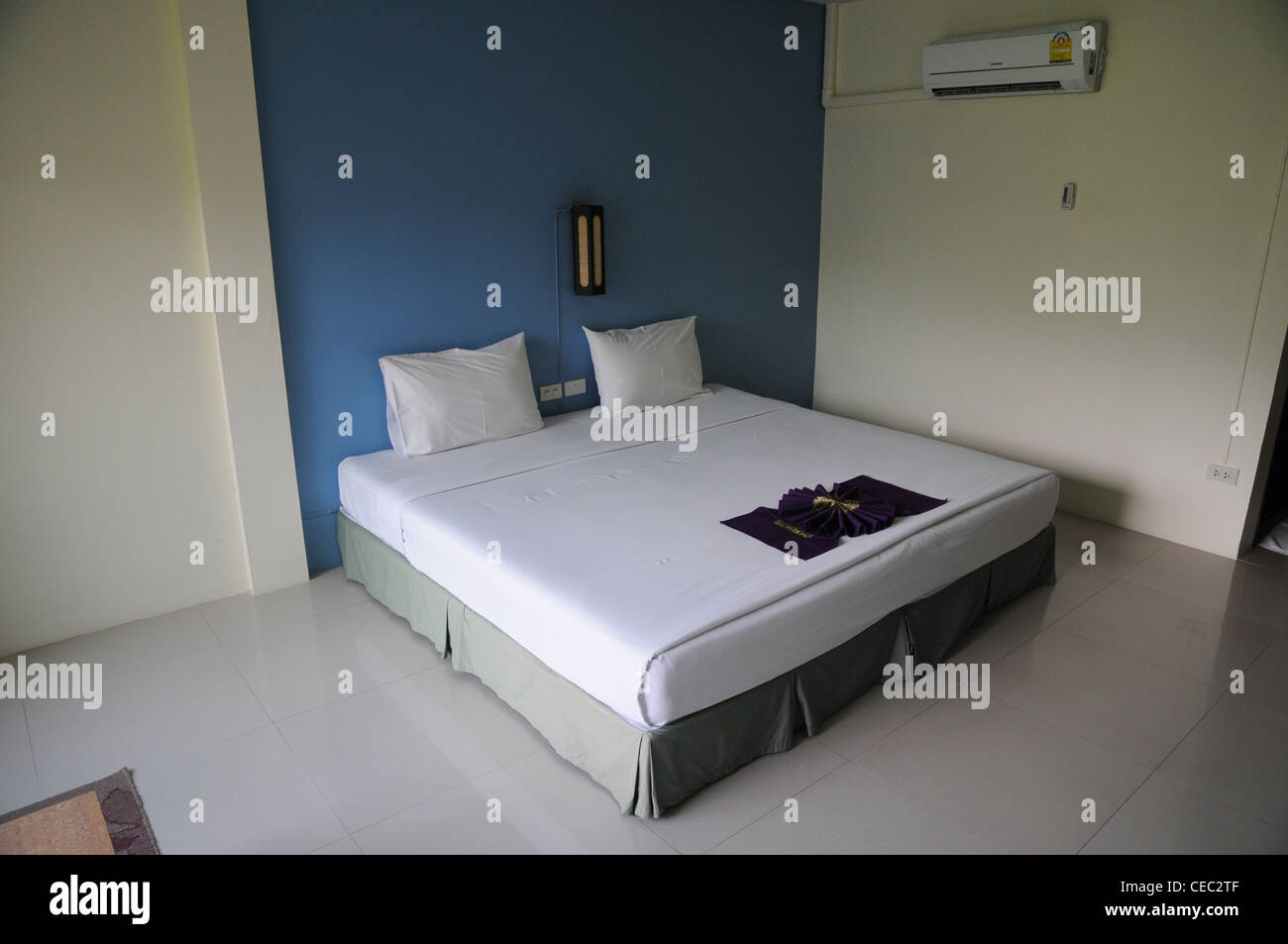 Simple hotel bedroom with air conditioning unit, Knachanaburi Stock ...