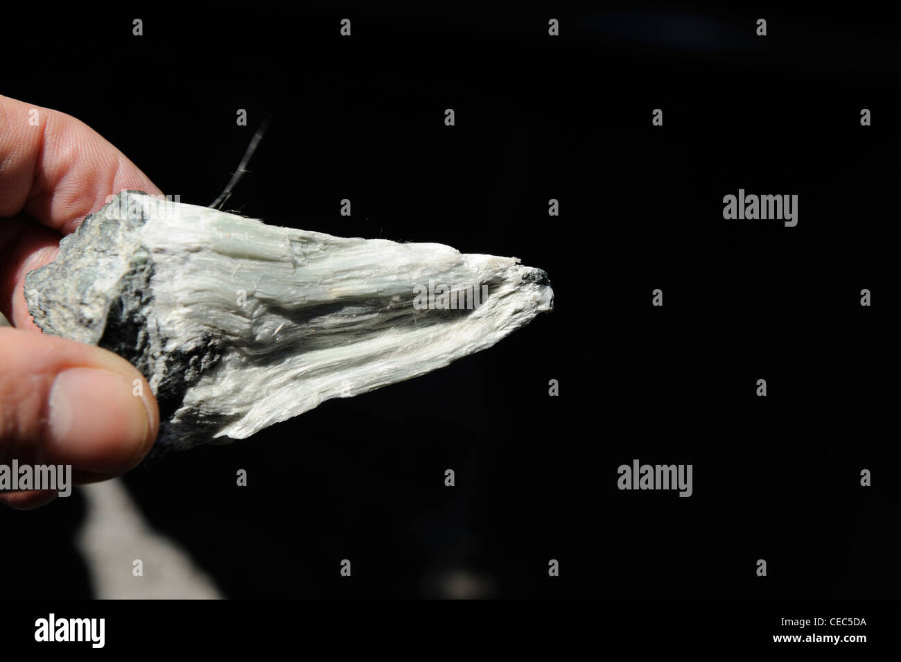 Abetsos Mineral, Fingers holding Asbestos Mineral - Stock Image