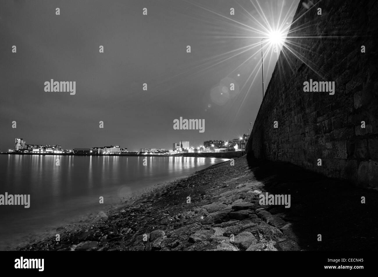A street light illuminate the harbour in Newhaven, Edinburgh. - Stock Image