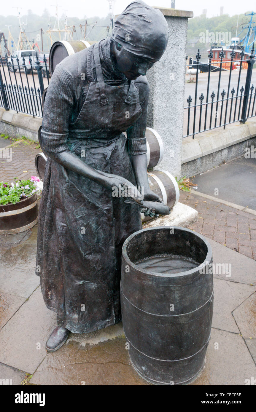 A statue of a Herring Girl beside the harbour in Stornoway on the Isle of Lewis in the Outer Hebrides. - Stock Image