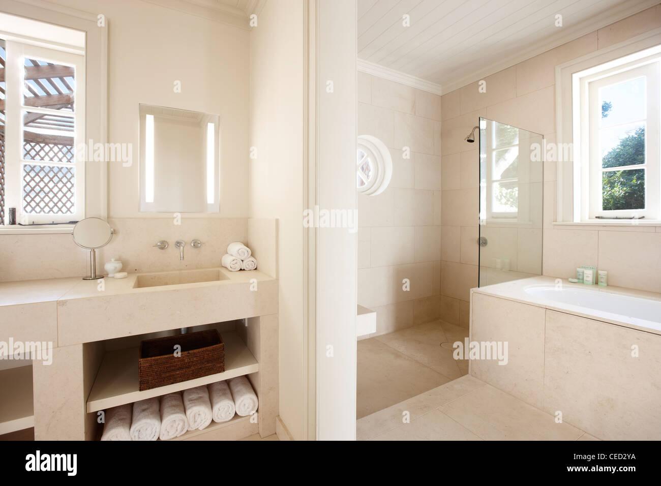 Bathroom Suite Stock Photos & Bathroom Suite Stock Images - Alamy