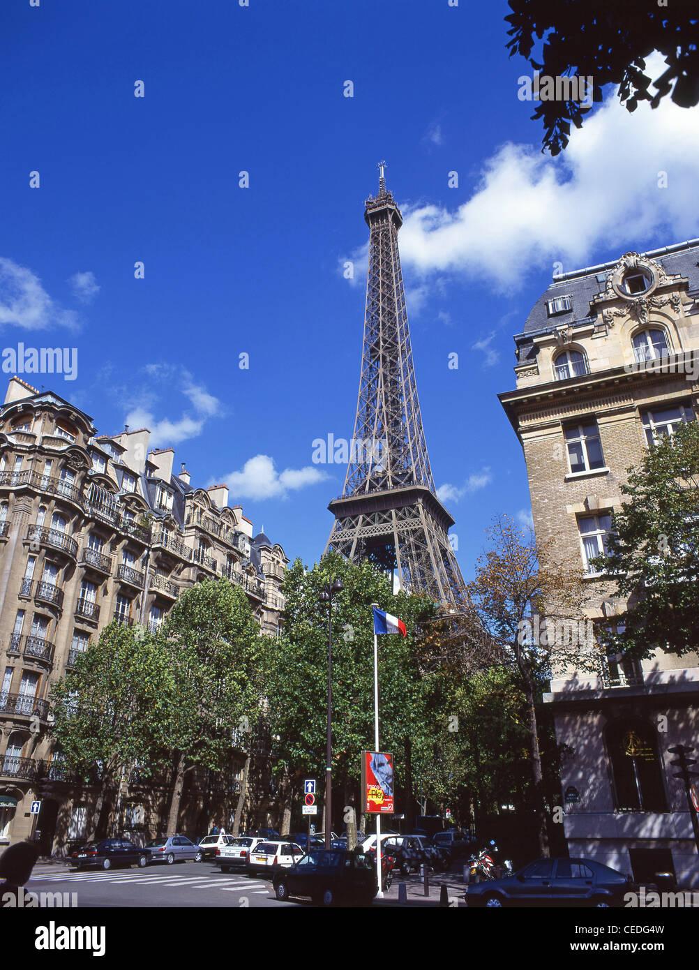 The Eiffel Tower from Avenue de Suffren, Paris, Île-de-France, France - Stock Image