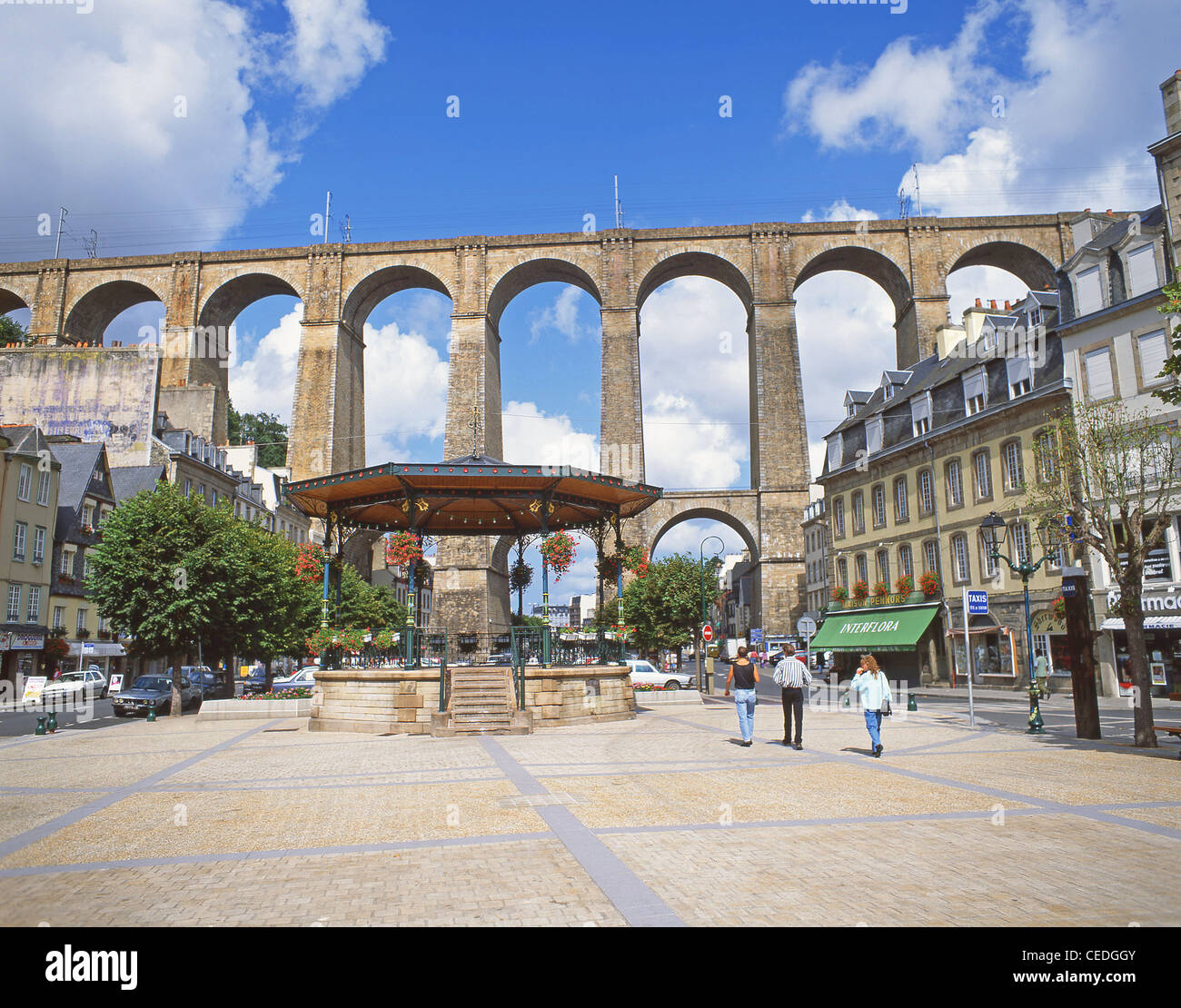 Morlaix Viaduct, Place Otages, Morlaix, Finistère, Brittany, France - Stock Image