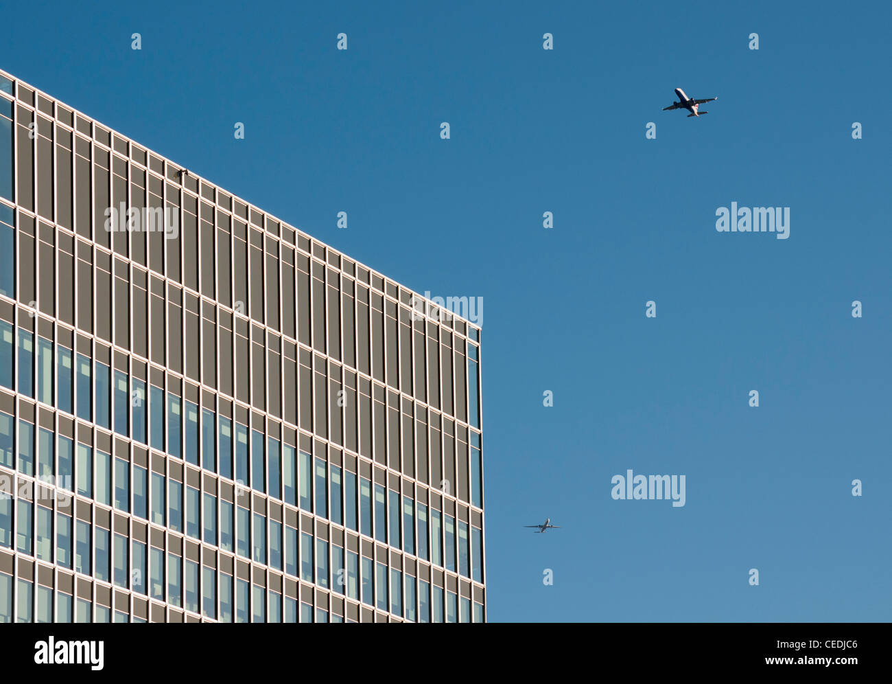 Two Jet Airliners and State Street Bank at 20 Churchill Place, Canary Wharf, Docklands, London, United Kingdom - Stock Image