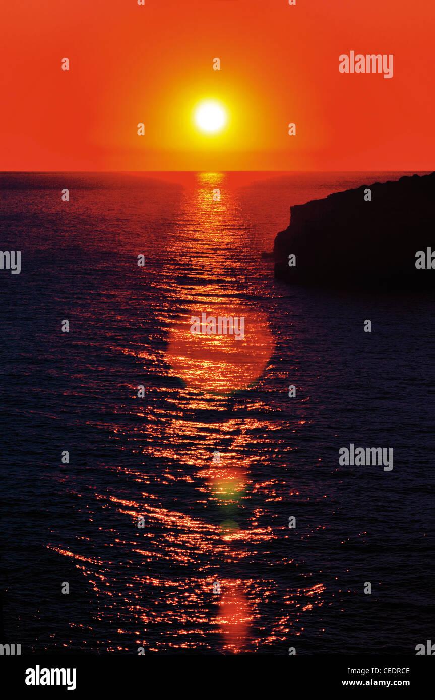 Portugal, Algarve: Sundown at the beach Praia da Galé  in Albufeira - Stock Image