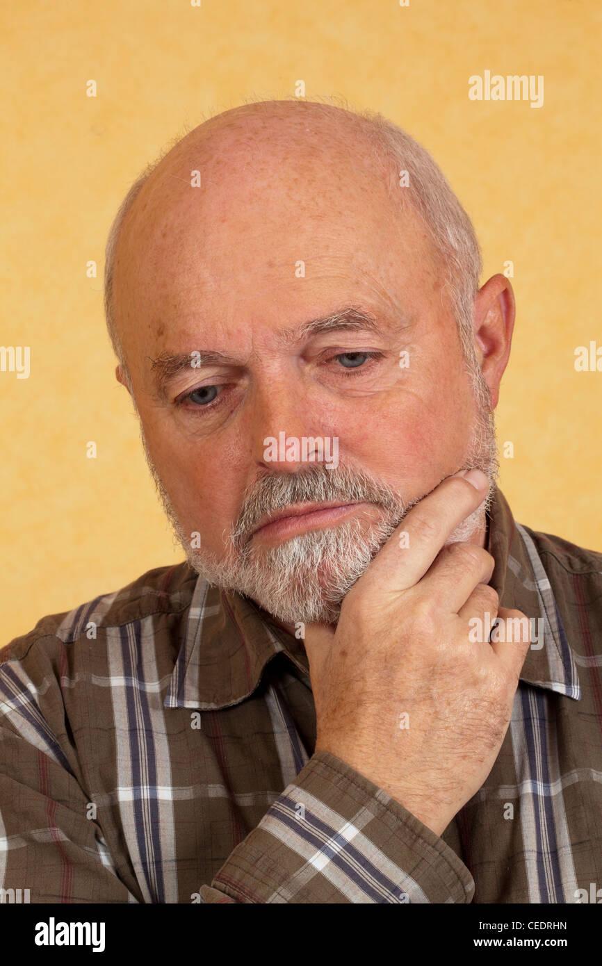 Depressive elderly man - Stock Image