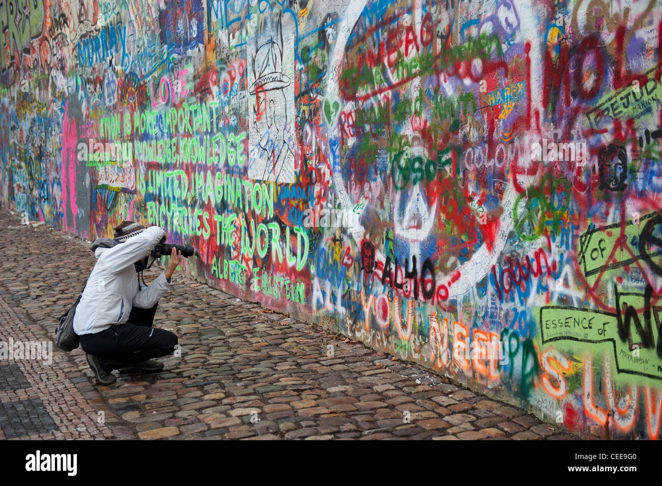 Tourist at the John Lennon tribute wall in the Mala Strana district of Prague, Czech Republic Stock Photo