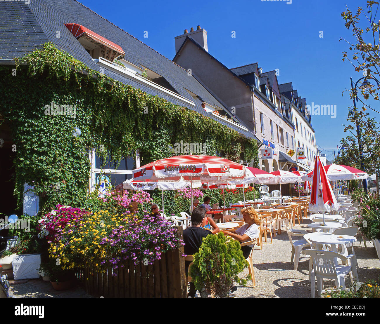 Outdoor restaurant, Locquirec, Finistère, Brittany, France - Stock Image