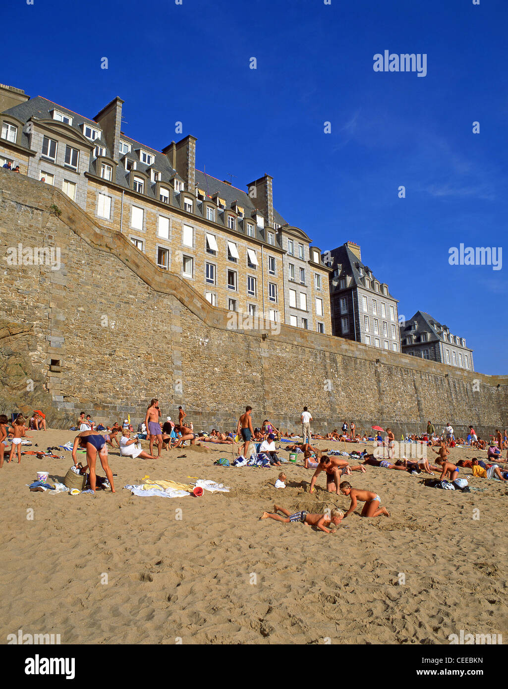 City walls and beach, Saint-Malo, Ille-et-Vilaine, Brittany, France - Stock Image