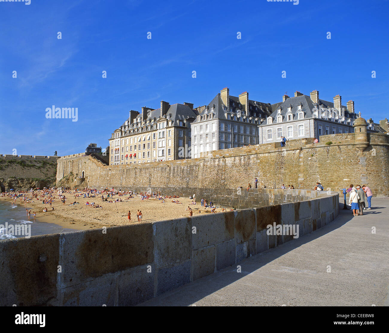 st malo beach stock photos st malo beach stock images alamy. Black Bedroom Furniture Sets. Home Design Ideas