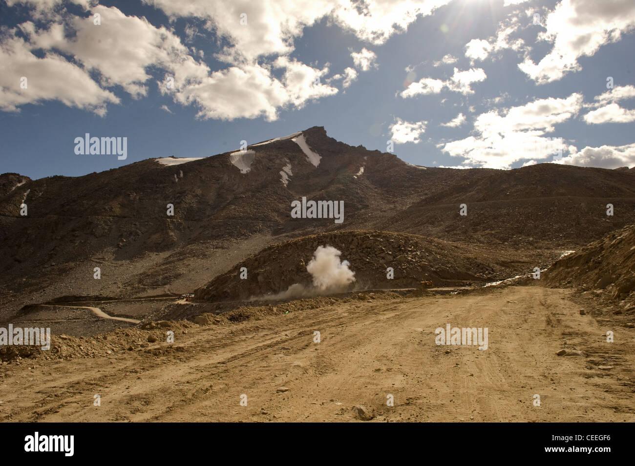 Landslide disaster management near Khardungla Pass Himalayas using explosives - Stock Image