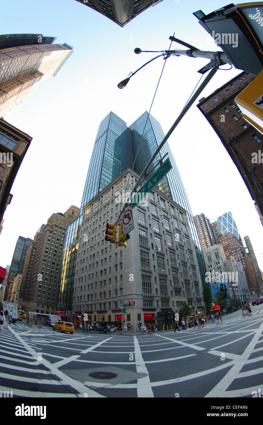 wide angle, fish eye view of traffic lights and skyscrapers in ny city - Stock Image