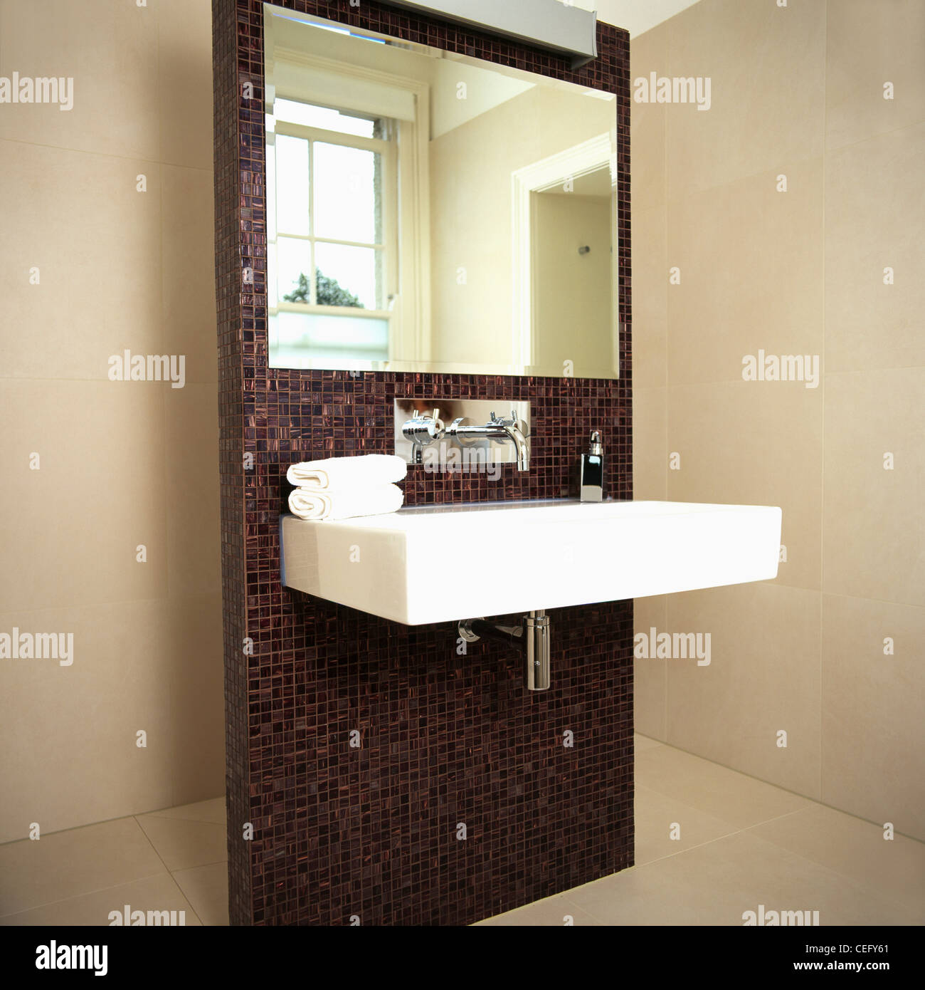 4ed86a6464850 Large mirror and rectangular white basin on brown mosaic tiled Stock ...