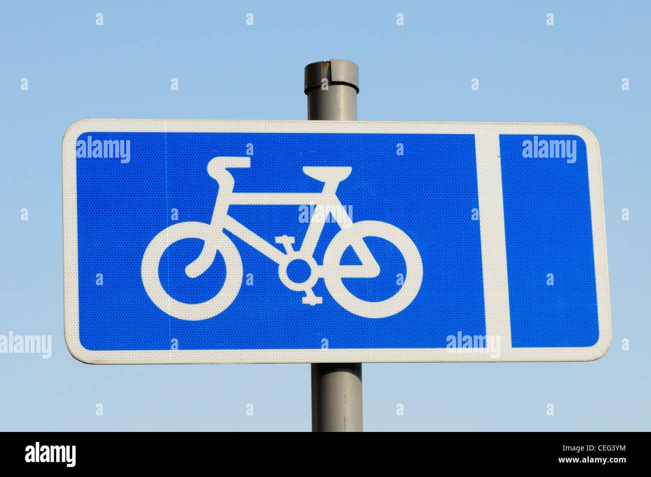 Cycle Lane Roadsign, Cambridge, England, UK - Stock Image