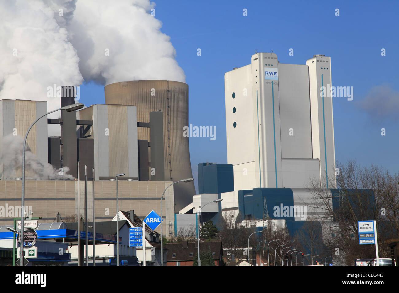 Braunkohle Kraftwerk, Power Station, Power Plant, Elektrizität, Germany, Deutschland, Sonne, blauer Himmel, - Stock Image