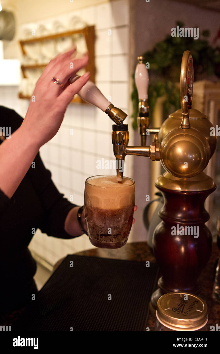 pulling pint of ale - Stock Image