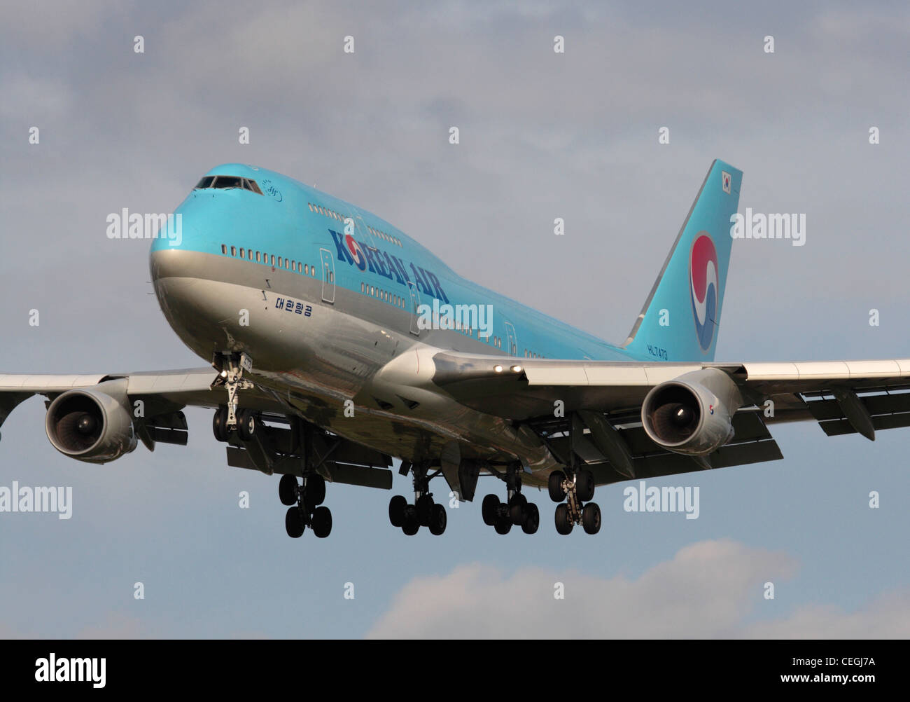 Commercial air travel. Close-up view of a Korean Air Boeing 747-400 on final approach Stock Photo