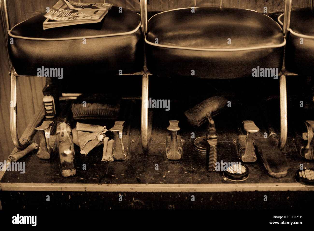 Interior of shoe shine store with leather seats - Stock Image