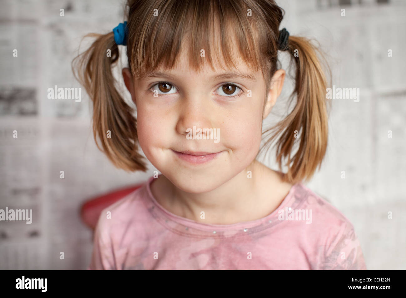 Closeup portrait of young girl smiling for the camera - Stock Image