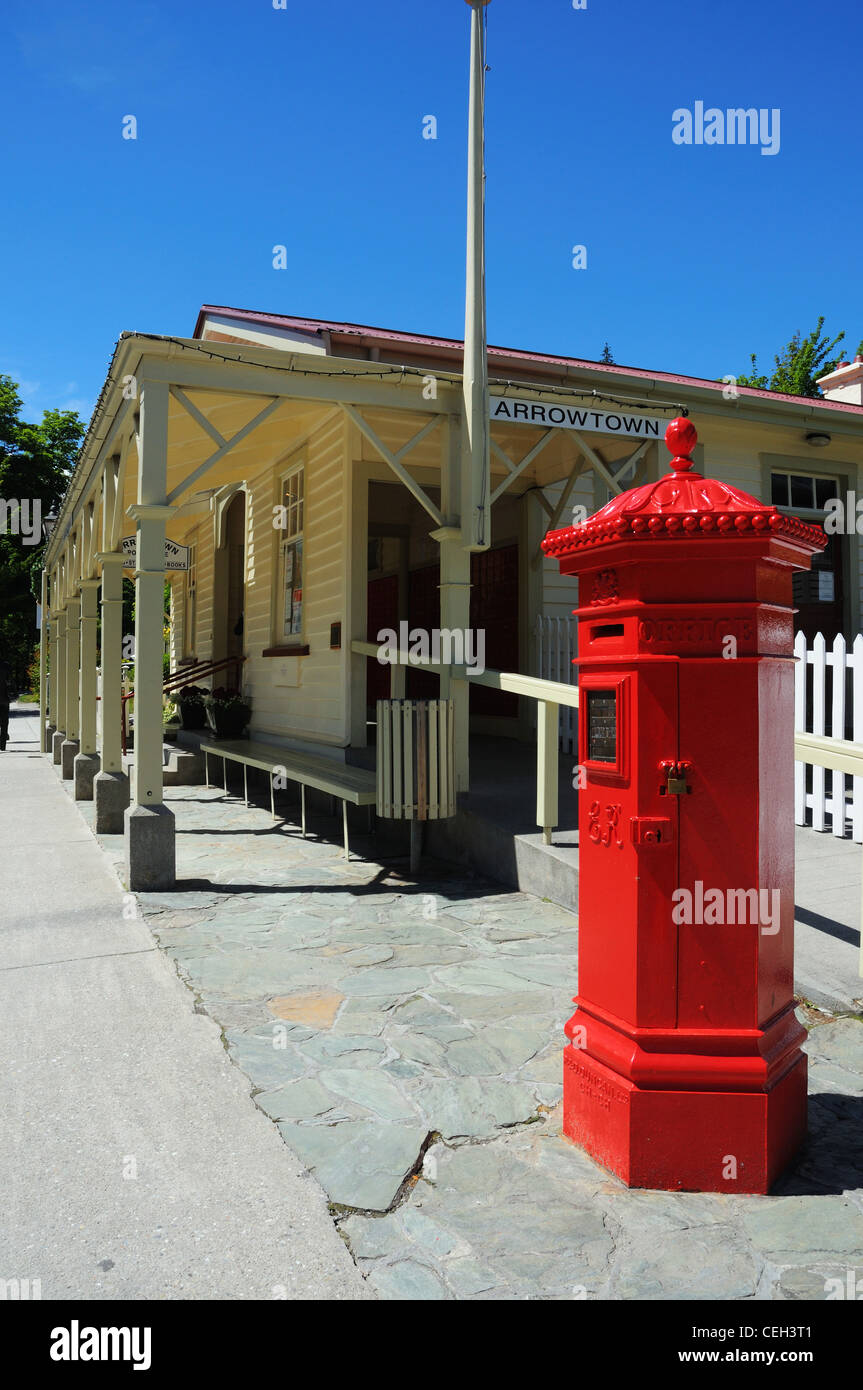 A red letterbox outside the post office in Arrowtown, New Zealand Stock Photo