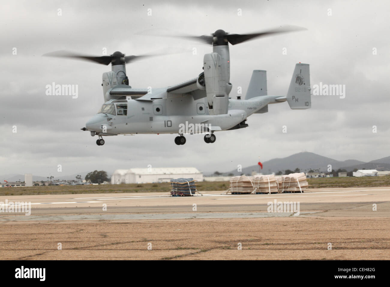 Landing Configuration Stock Photos Osprey Engine Diagram An Mv 22b Hovers Over Mattress Stacks During Emergency Pad Procedures Aboard