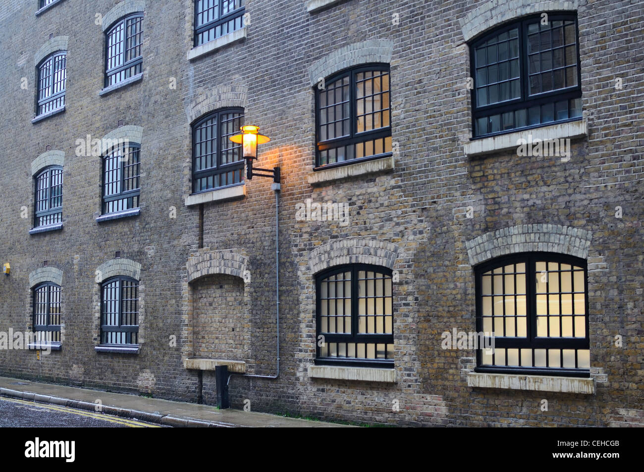 London: Old brick house at the Shad Thames street - Stock Image