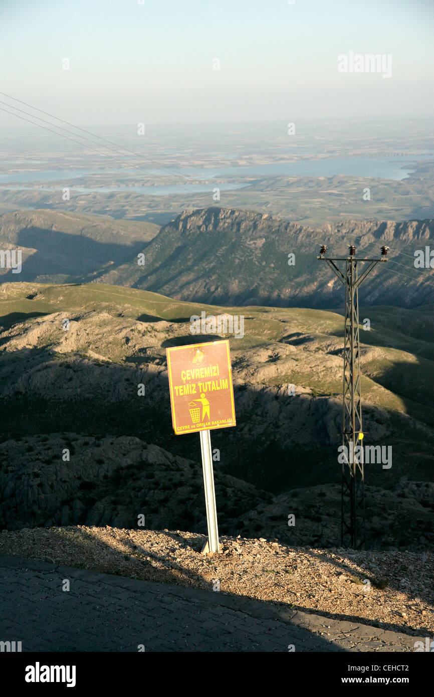 Keep our environment clean litter sign Ministry of Environment and Forestry, Mount Nemrut, Adiyaman, southeastern - Stock Image