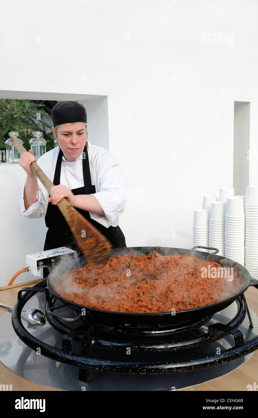 A chef cooking a huge curry at the Eden Project in Cornwall, UK - Stock Image