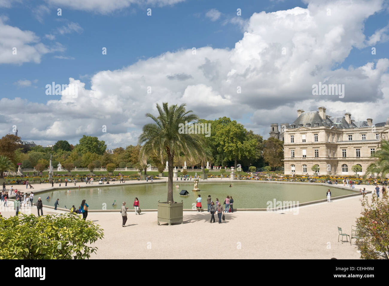 Palais du Luxembourg and gardens, with bassin octagonal, Paris, France - Stock Image