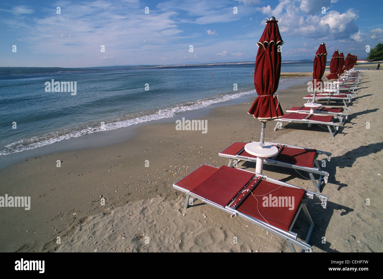Lounge couches with sunshades at the public beach of Crikvenica during autumn, Kvarner gulf, Croatia - Stock Image