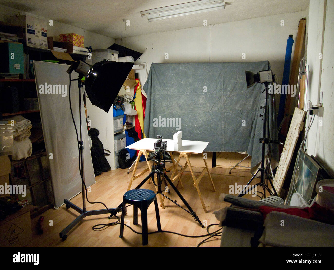 A small messy photographic studio - Stock Image