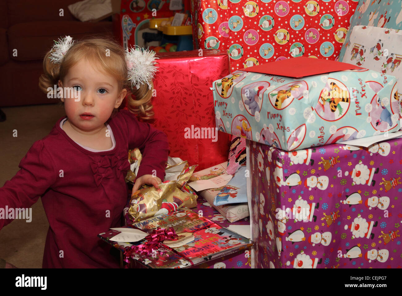 2-year-old girl opening Christmas presents Stock Photo: 43438759 - Alamy