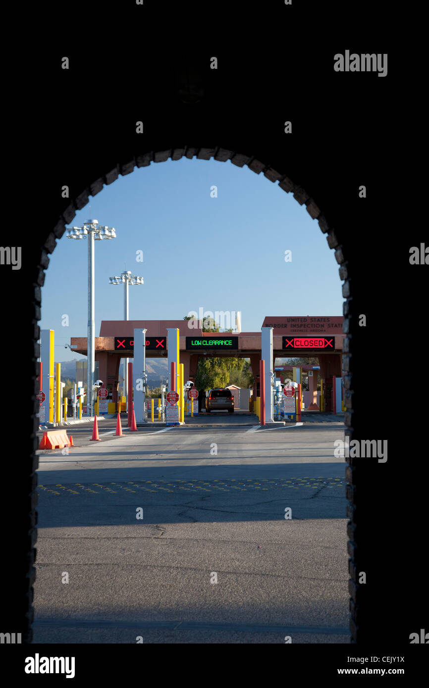Lukeville, Arizona - The U.S. border inspection station at the international border crossing from Sonoyta, Mexico. - Stock Image