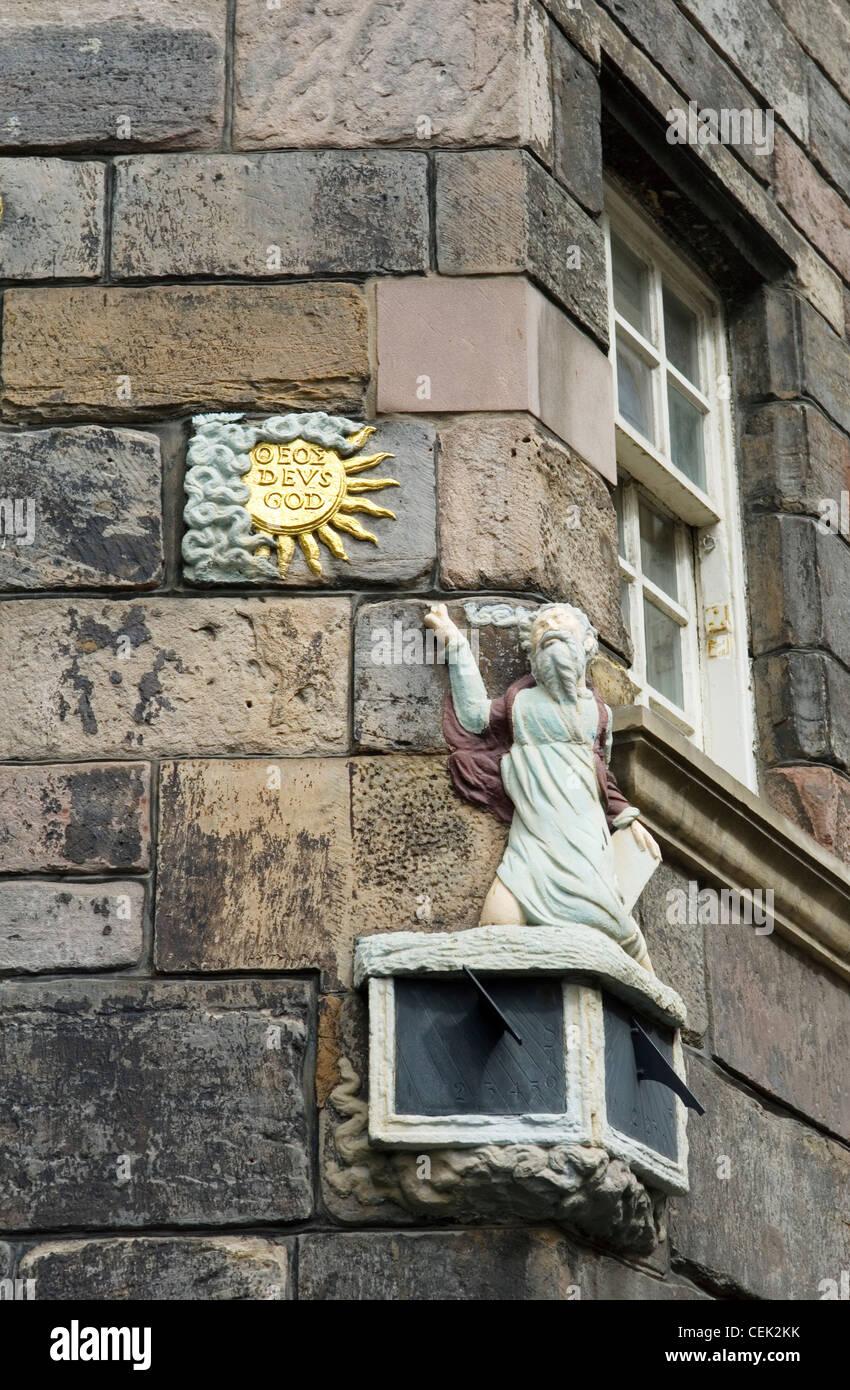 Sundial motif on corner of John Knox House on High Street, part of the Royal Mile, in Edinburgh old town, Scotland, - Stock Image