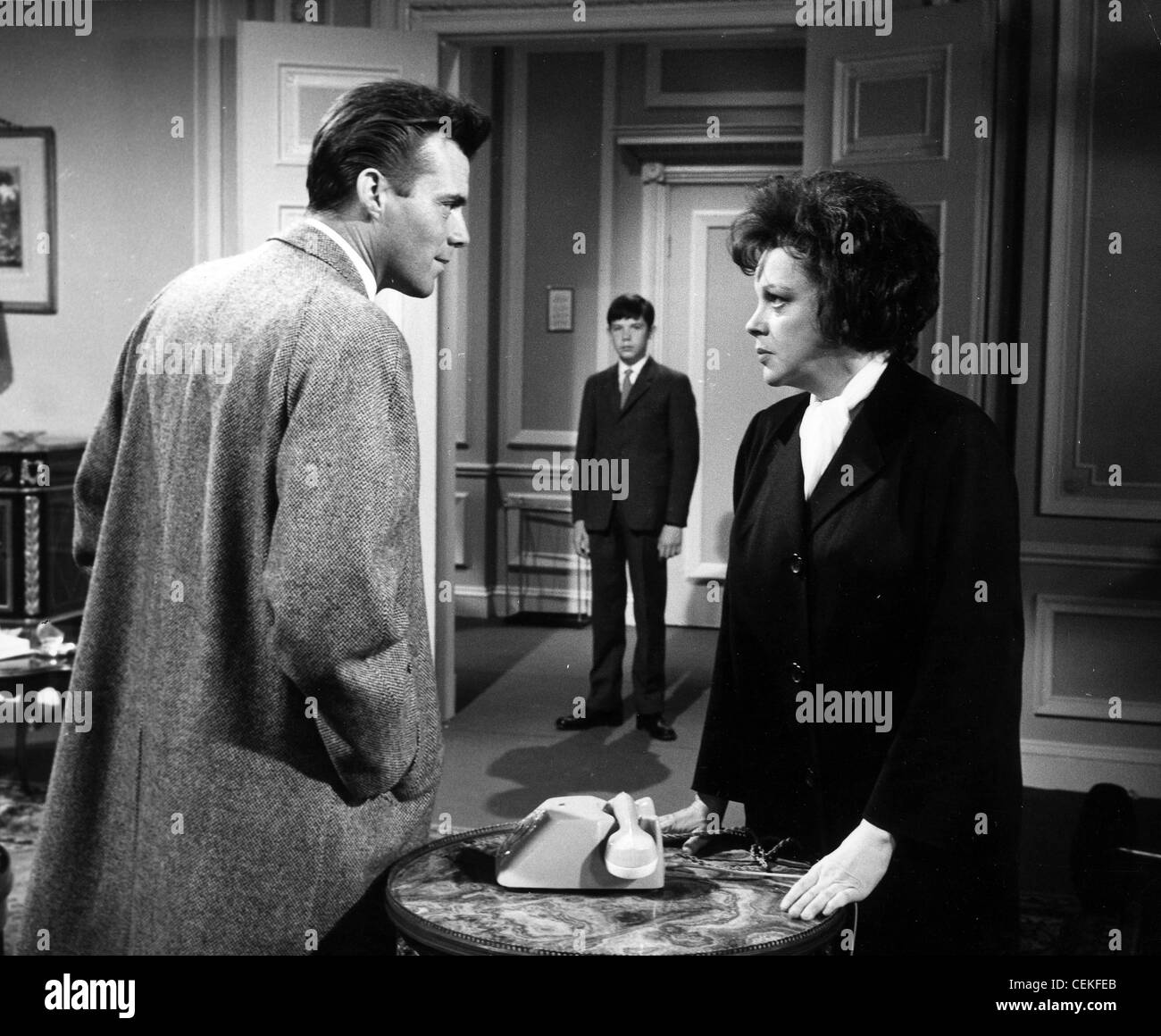I COULD GO ON SINGING (1963) DIRK BOGARDE, GREGORY PHILLIPS, JUDY GARLAND RONALD NEAME (DIR) 005 MOVIESTORE COLLECTION - Stock Image
